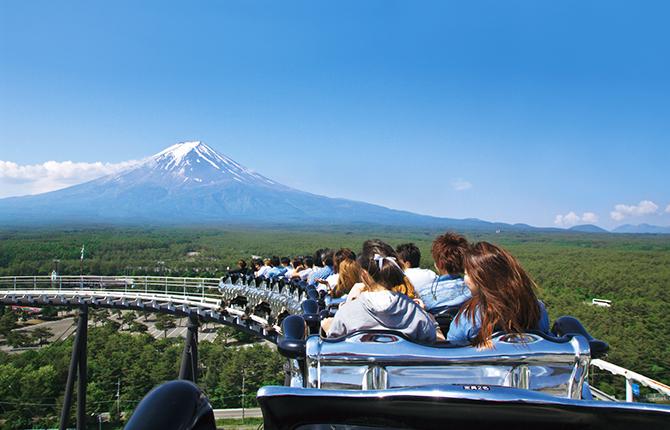富士急ハイランドHP、アトラクション内『アトラクションから見える!富士山絶景鑑賞ポイント