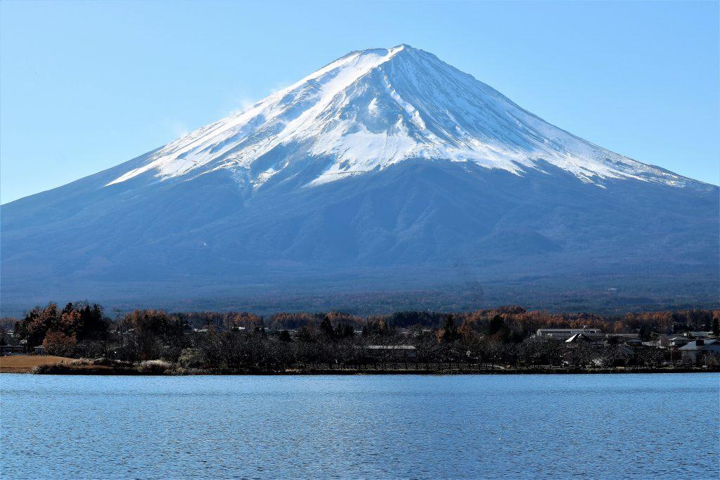 湖上から見える富士山