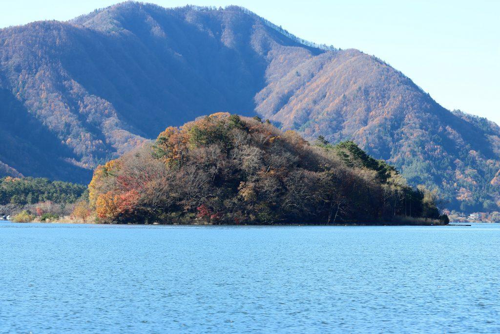 河口湖に浮かぶ無人島「うの島」