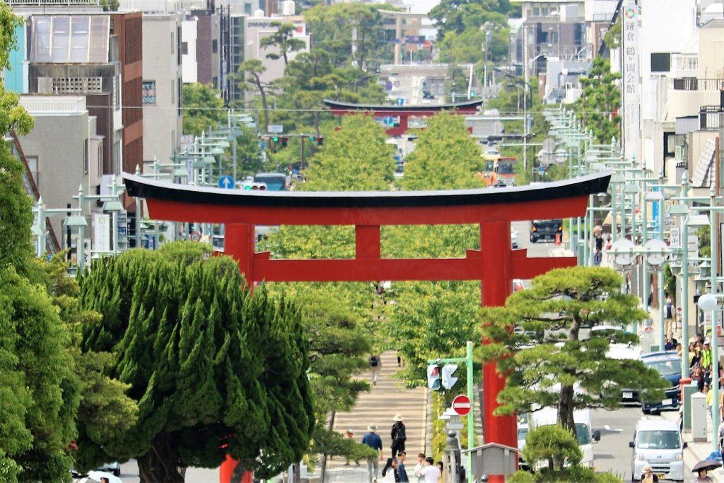 鶴岡八幡宮から眺める段葛と鎌倉市街