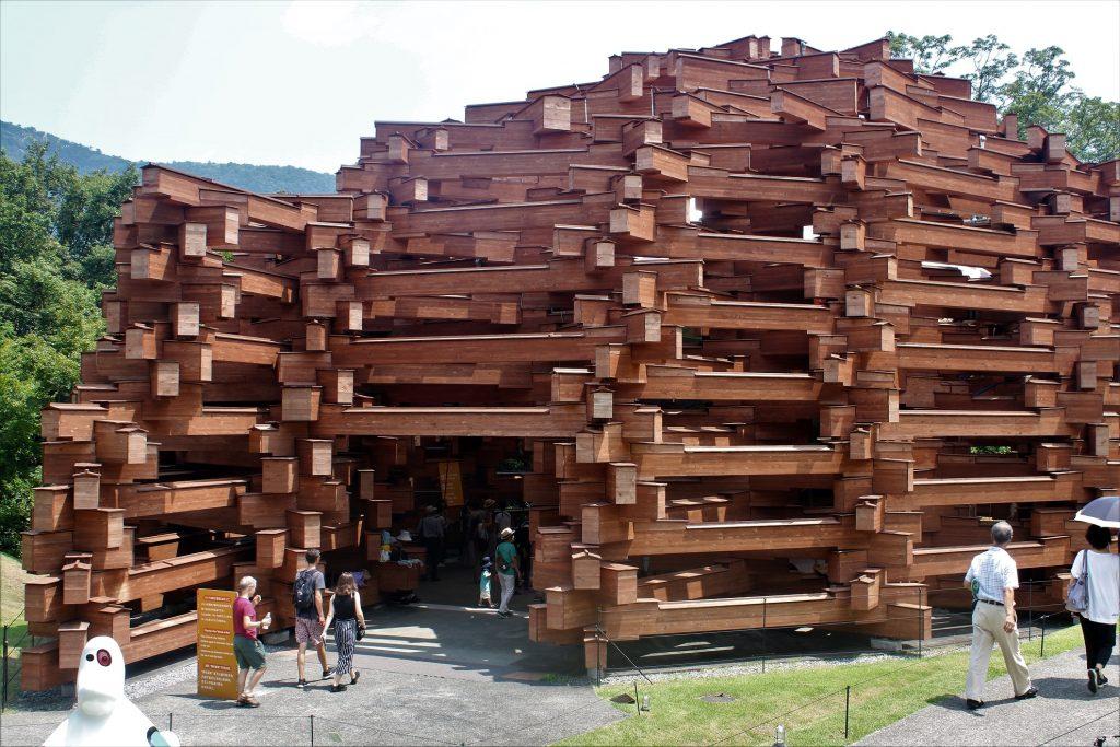 「大断面集成材」を積み上げた木造ドーム