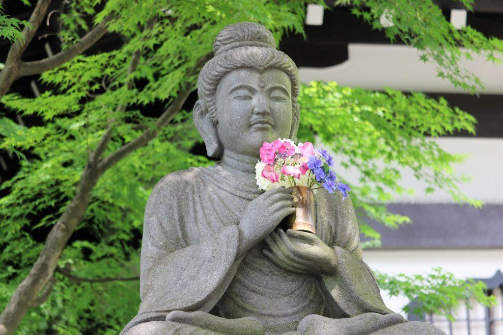 「お釈迦さま」の石像