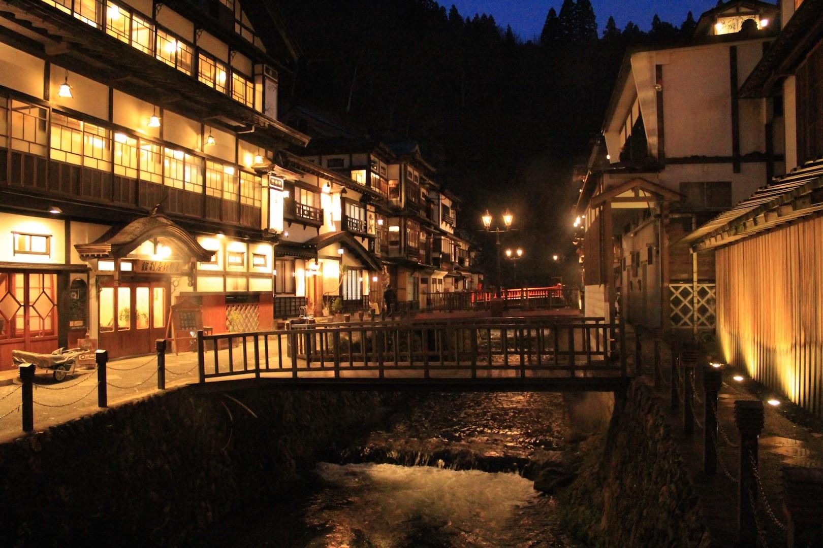 銀山温泉の楽しみ方は温泉巡りだけじゃない!大正ロマン漂う町歩きもおすすめ